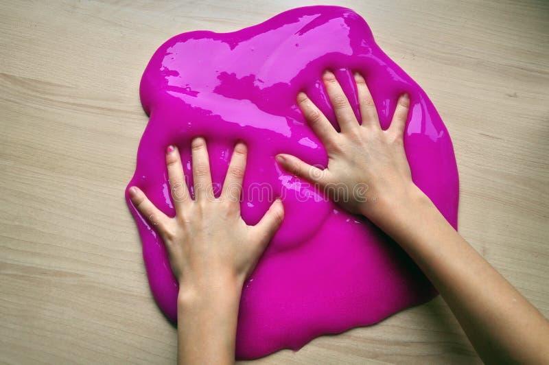 Παιχνίδι με slime στοκ φωτογραφία με δικαίωμα ελεύθερης χρήσης