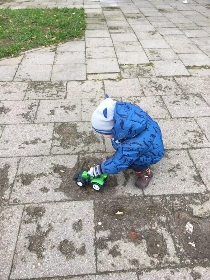 Παιχνίδι μικρών παιδιών στοκ φωτογραφία