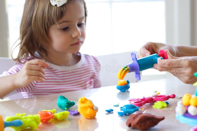 παιχνίδι παιχνιδιού κοριτ& στοκ φωτογραφία με δικαίωμα ελεύθερης χρήσης