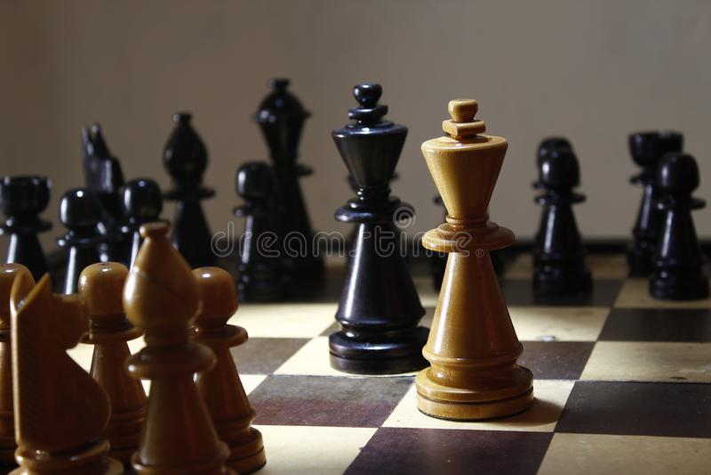Παιχνίδι σκακιού στρατηγικής, η πάλη βασιλιάδων εν πλω στοκ φωτογραφίες