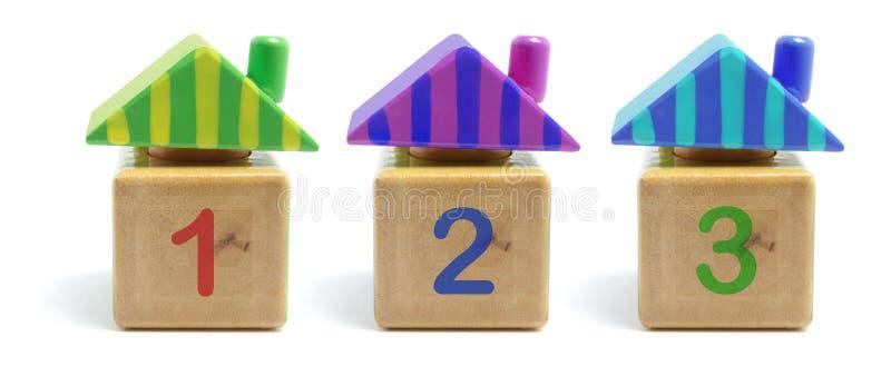 Download παιχνίδι σπιτιών ξύλινο στοκ εικόνα. εικόνα από στέγη - 13178447