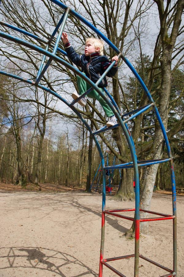 Παιχνίδι στην παιδική χαρά στοκ εικόνες με δικαίωμα ελεύθερης χρήσης