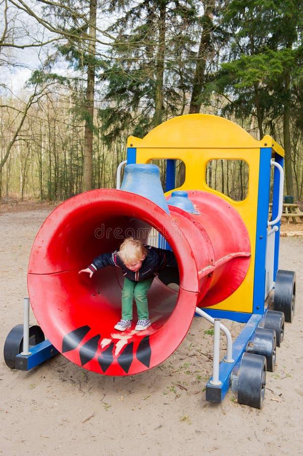 Παιχνίδι στην παιδική χαρά στοκ φωτογραφία