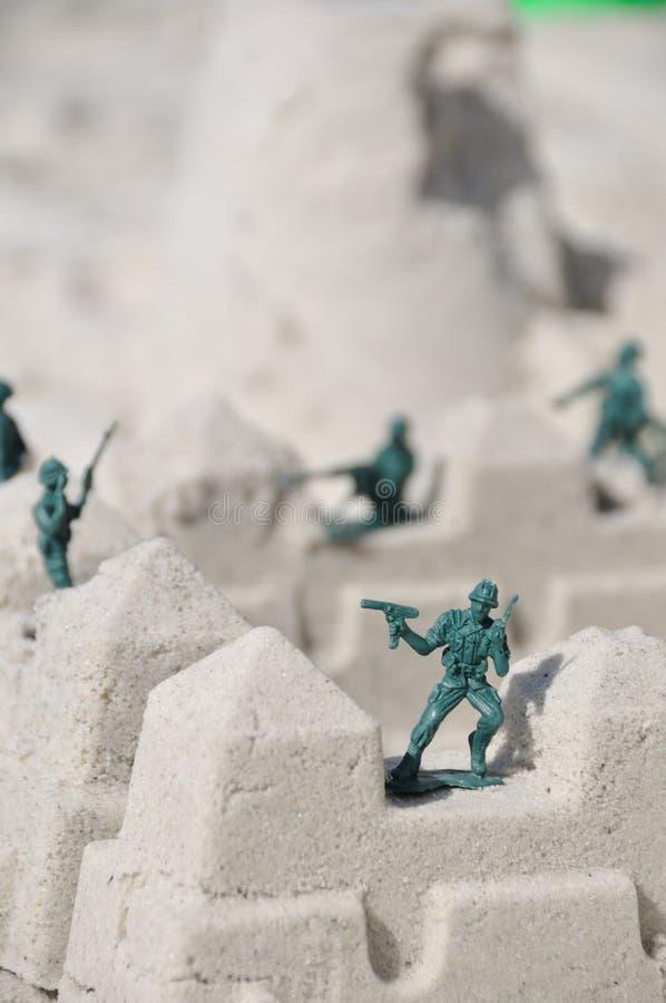 παιχνίδι στρατιωτών παραλ&iota στοκ φωτογραφία