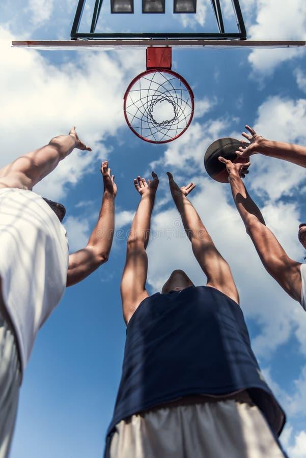 παιχνίδι τύπων καλαθοσφαίρισης στοκ εικόνες