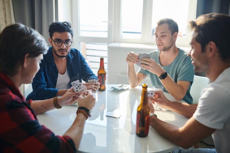 παιχνίδι φίλων καρτών στοκ εικόνα