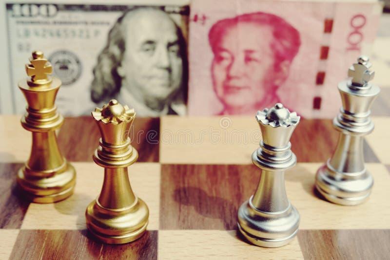 Παιχνίδι χρημάτων Παιχνίδι σκακιού Να αναφέρει δύο μεγάλα countries' σύγκρουση του s Εμπορικός πόλεμος στοκ φωτογραφία
