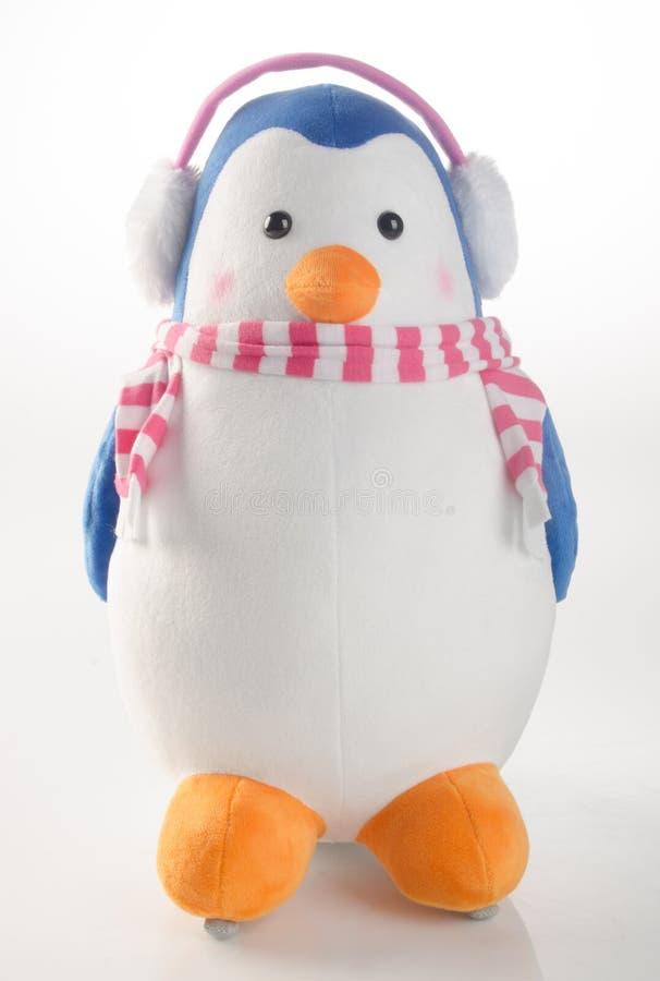 παιχνίδι ή αστείο χειροποίητο παιχνίδι penguins στο υπόβαθρο στοκ φωτογραφία με δικαίωμα ελεύθερης χρήσης