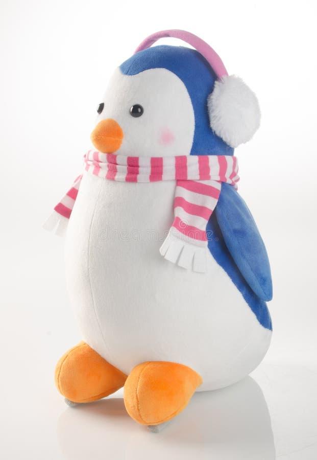 παιχνίδι ή αστείο χειροποίητο παιχνίδι penguins στο υπόβαθρο στοκ εικόνα με δικαίωμα ελεύθερης χρήσης