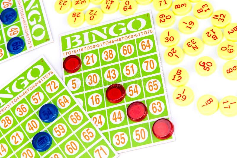 Παιχνίδι καρτών Bingo που περιμένει μόνο ένα τσιπ για να κερδίσει στοκ φωτογραφίες
