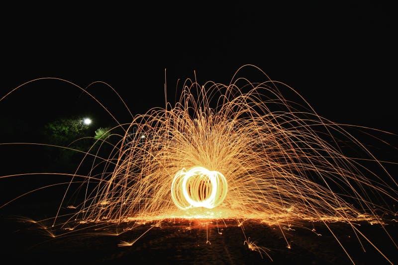 Παιχνίδι με τη φωτιά στοκ φωτογραφίες