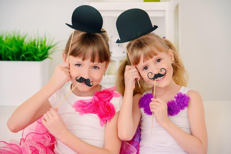 Παιχνίδι με τις μάσκες στοκ φωτογραφίες με δικαίωμα ελεύθερης χρήσης