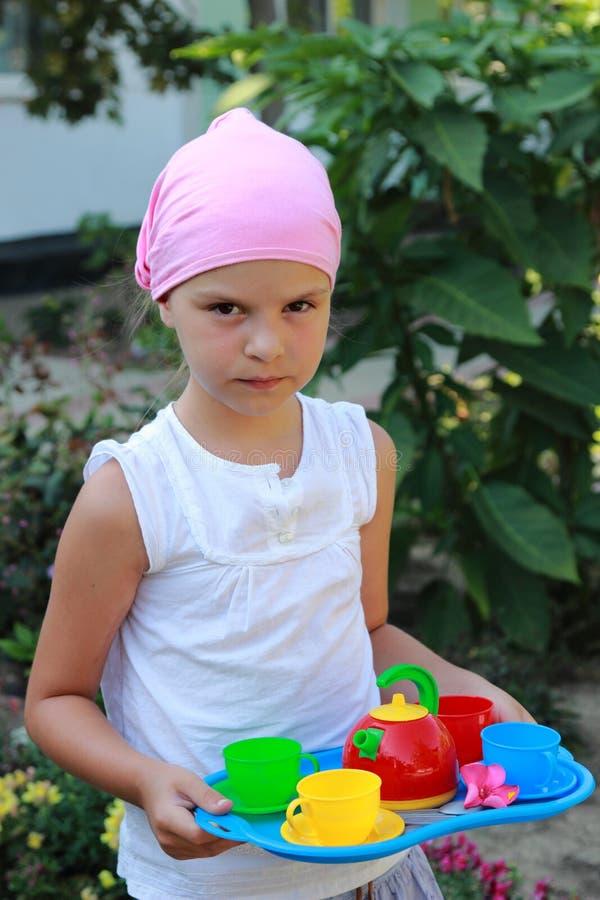 Παιχνίδι παιδιών στο καλοκαίρι στοκ φωτογραφία