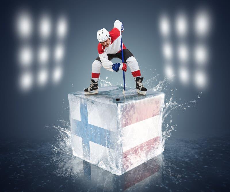 Παιχνίδι πρωταθλημάτων της Φινλανδίας - της Αυστρίας. Έτοιμος για πρόσωπο-από το φορέα στον κύβο πάγου. στοκ φωτογραφία με δικαίωμα ελεύθερης χρήσης