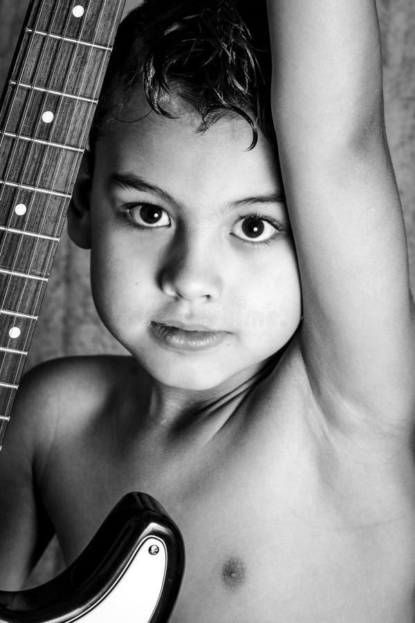 Παιδί και δροσερό κούρεμα στοκ εικόνες