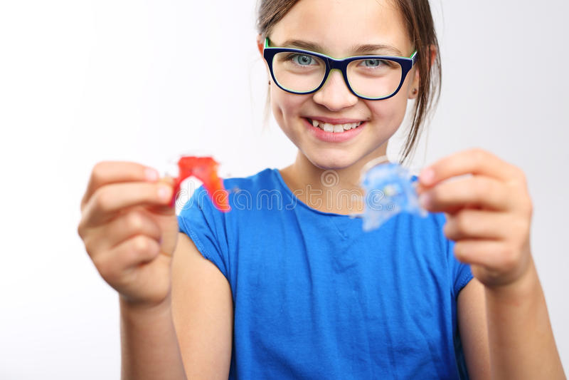 Παιδί με τη orthodontic συσκευή στοκ εικόνες