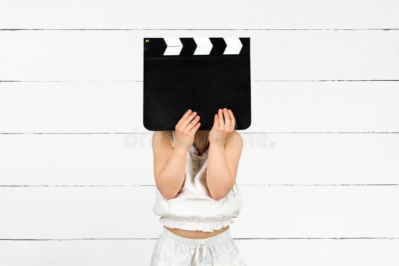 Παιδί με clapper τον πίνακα στοκ εικόνες με δικαίωμα ελεύθερης χρήσης