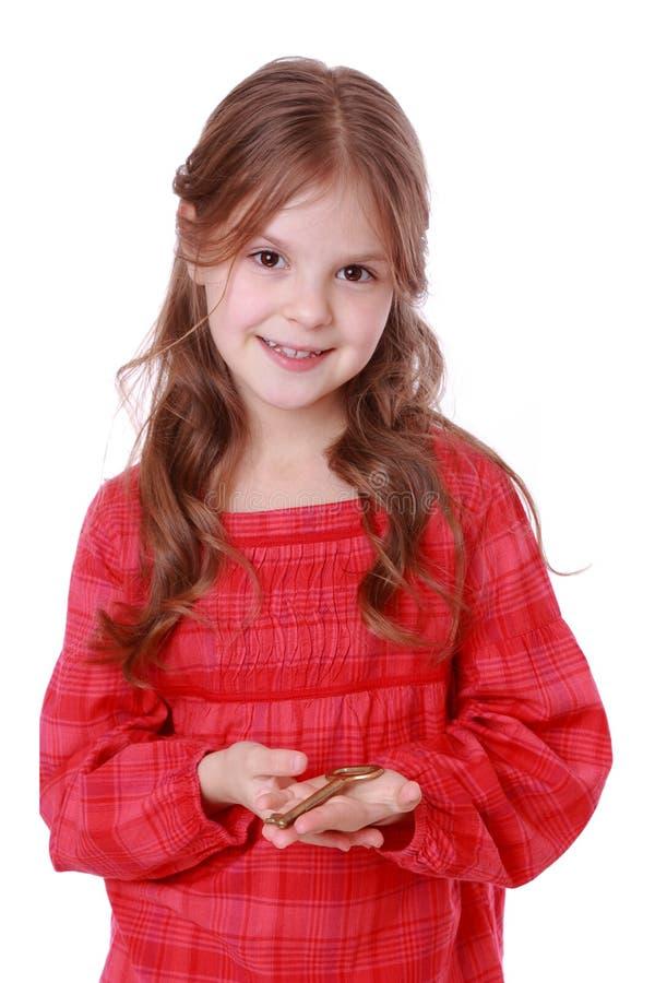 Παιδί που κρατά το εκλεκτής ποιότητας κλειδί στοκ εικόνες