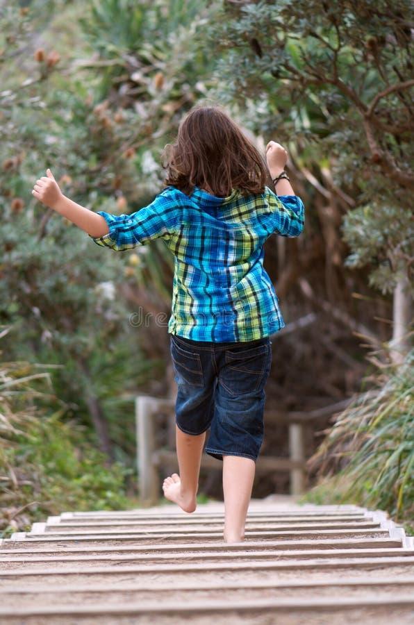 Παιδί που τρέχει μακριά στοκ εικόνα με δικαίωμα ελεύθερης χρήσης