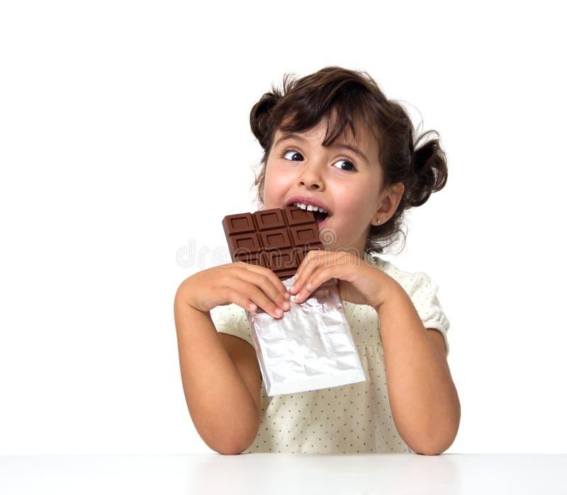 Παιδί που τρώει τη σοκολάτα στοκ εικόνα με δικαίωμα ελεύθερης χρήσης