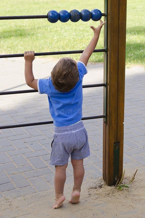 Παιδί στην παιδική χαρά στοκ φωτογραφίες με δικαίωμα ελεύθερης χρήσης