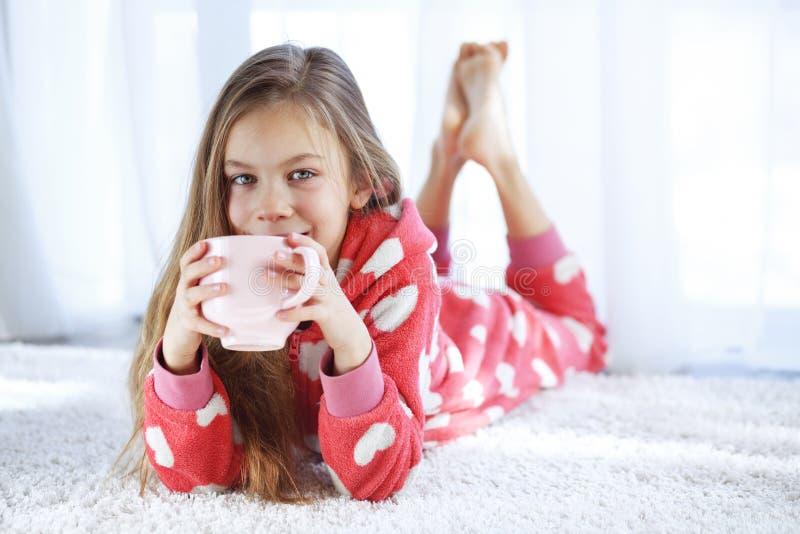 Παιδί στις πυτζάμες στοκ εικόνες