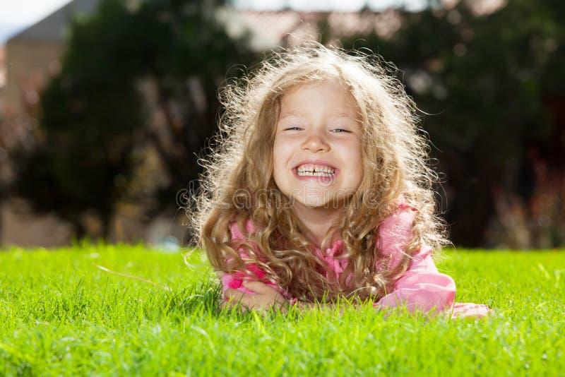 Παιδί στο καλοκαίρι στοκ φωτογραφίες με δικαίωμα ελεύθερης χρήσης