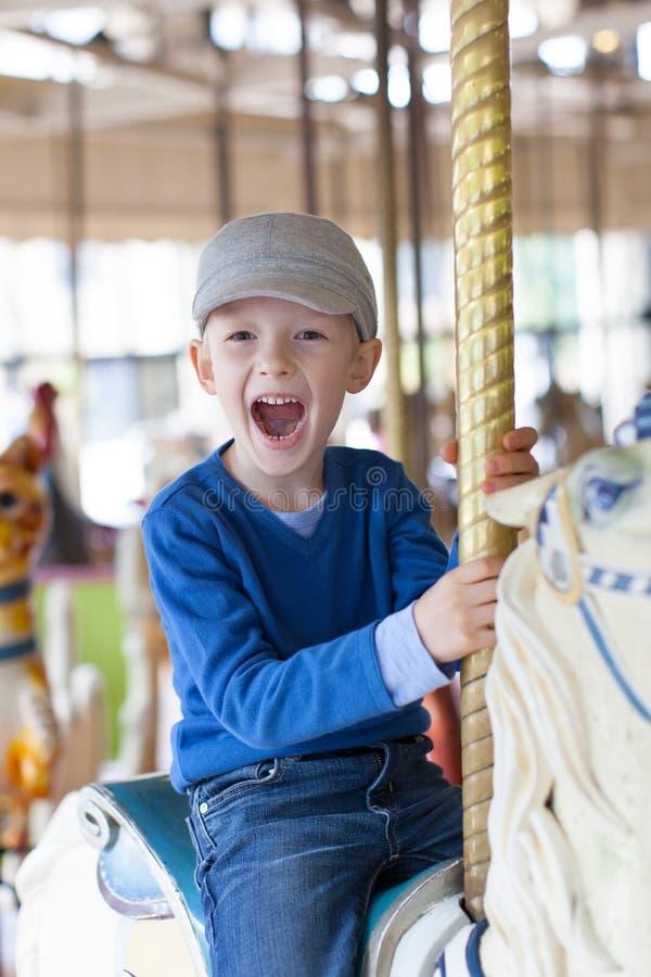 Παιδί στο λούνα παρκ στοκ φωτογραφία με δικαίωμα ελεύθερης χρήσης