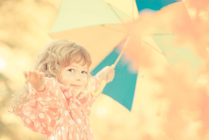 Παιδί το φθινόπωρο στοκ φωτογραφία με δικαίωμα ελεύθερης χρήσης
