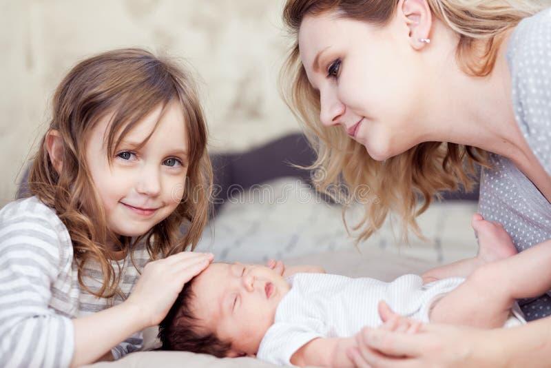 παιδιά η μητέρα της στοκ εικόνες