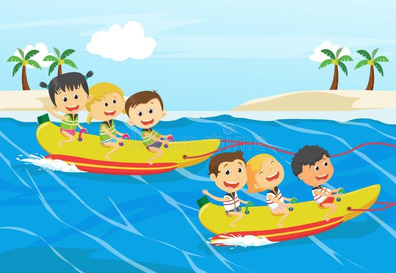Παιδιά που έχουν τη διασκέδαση στη βάρκα μπανανών ελεύθερη απεικόνιση δικαιώματος