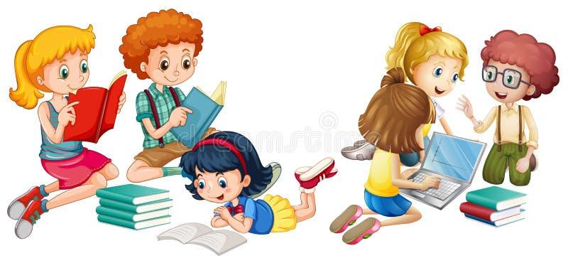 Παιδιά που διαβάζουν τα βιβλία και που εργάζονται στον υπολογιστή ελεύθερη απεικόνιση δικαιώματος