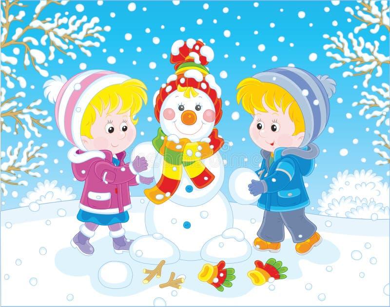 Παιδιά που κάνουν έναν χιονάνθρωπο Χριστουγέννων ελεύθερη απεικόνιση δικαιώματος