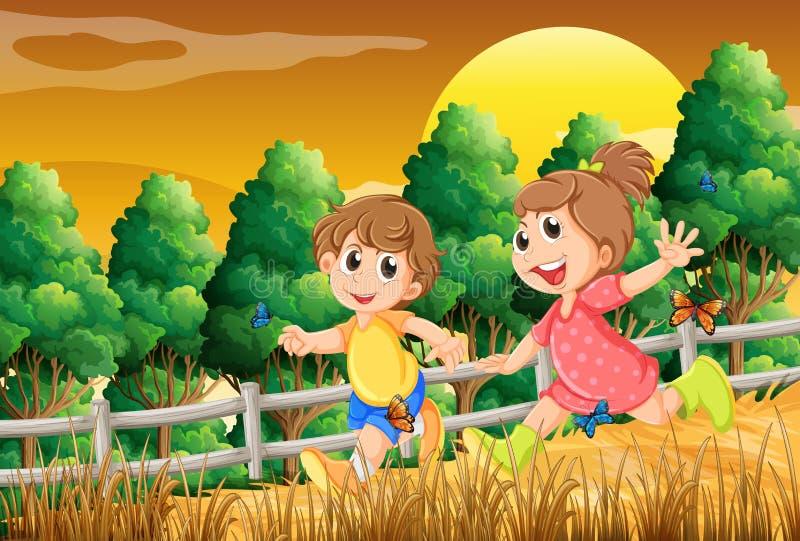 Παιδιά που παίζουν στο δάσος κοντά στον ξύλινο φράκτη απεικόνιση αποθεμάτων