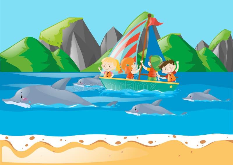 Παιδιά στη βάρκα που εξετάζει την κολύμβηση δελφινιών ελεύθερη απεικόνιση δικαιώματος