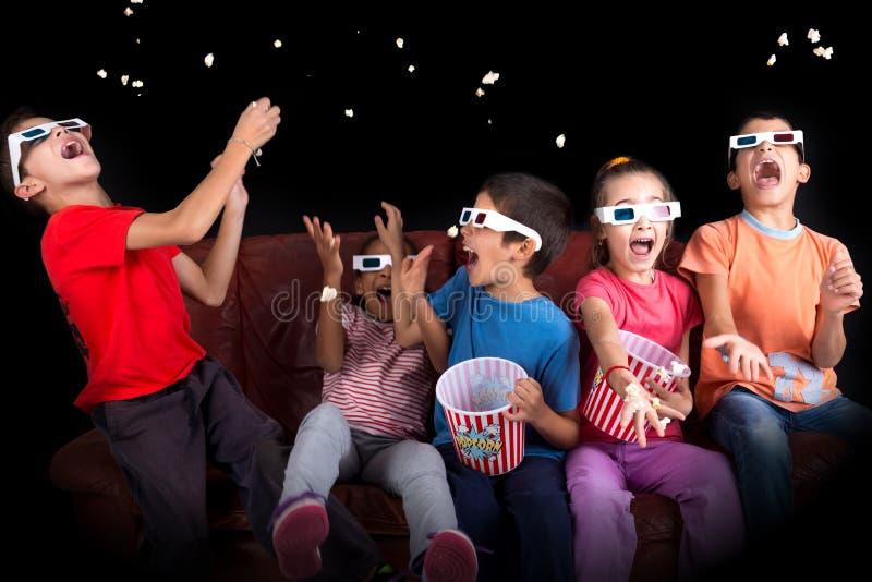 Παιδιά στους κινηματογράφους στοκ εικόνες