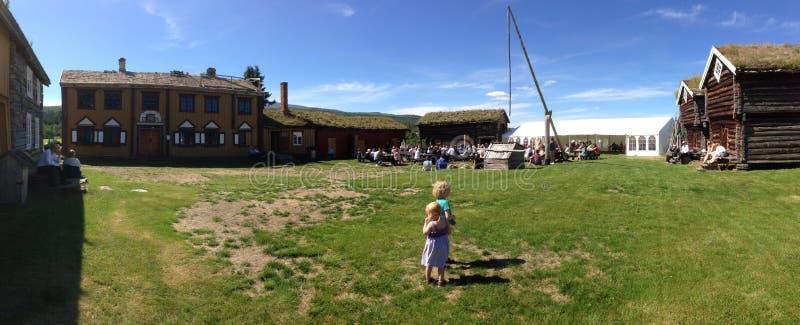Παιδιά στο μουσείο στη Νορβηγία στοκ εικόνα με δικαίωμα ελεύθερης χρήσης