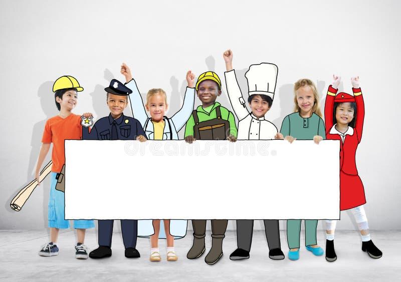 Παιδιά στο ομοιόμορφο έμβλημα εκμετάλλευσης εργασίας ονείρων ελεύθερη απεικόνιση δικαιώματος
