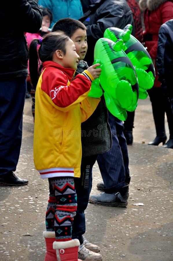 Παιδιά στο φεστιβάλ φρύνων στοκ φωτογραφίες