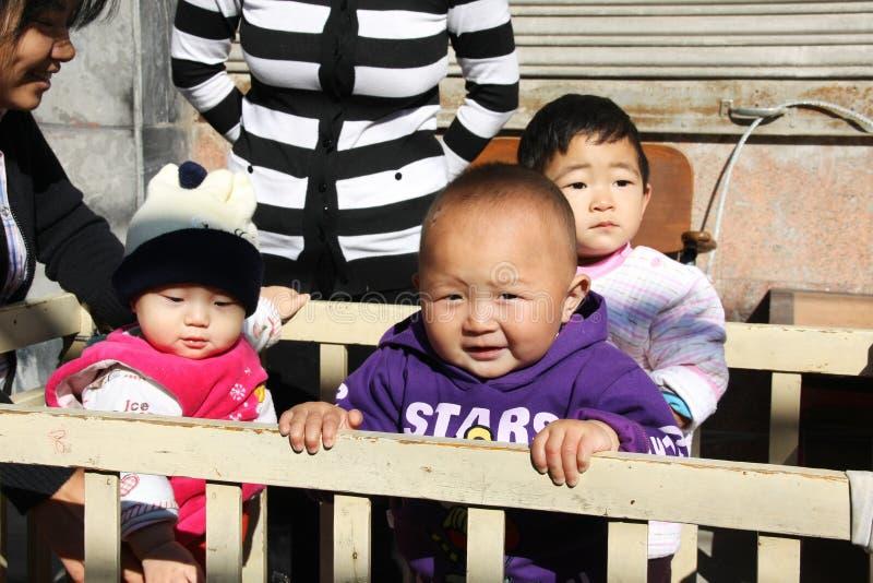 Παιδιά των ενιαίος-παιδί-οικογενειών στοκ εικόνα