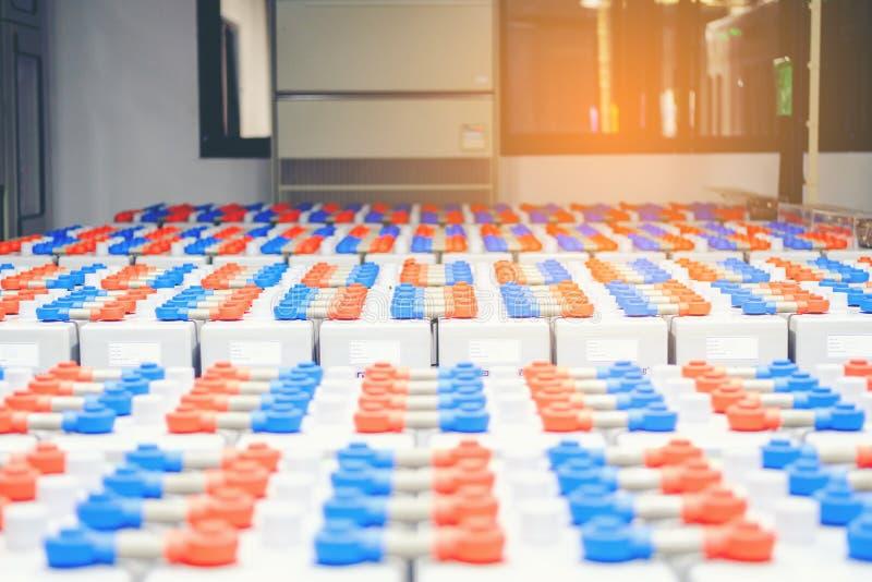 Πακέτο μπαταριών στο δωμάτιο μπαταριών στις εγκαταστάσεις παραγωγής ενέργειας για το electrici ανεφοδιασμού στοκ εικόνα με δικαίωμα ελεύθερης χρήσης