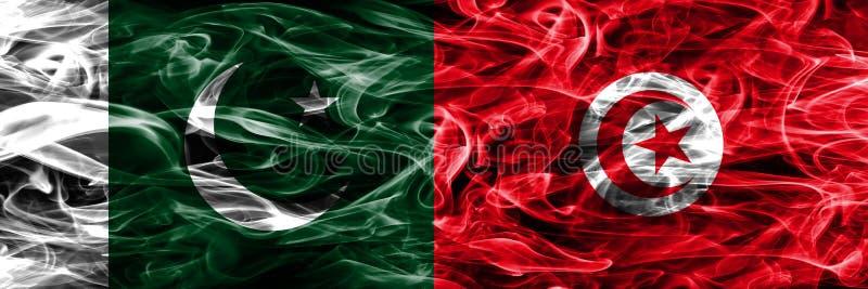 Πακιστάν εναντίον των σημαιών καπνού της Τυνησίας που τοποθετούνται δίπλα-δίπλα Παχύ χρώμα στοκ φωτογραφία με δικαίωμα ελεύθερης χρήσης