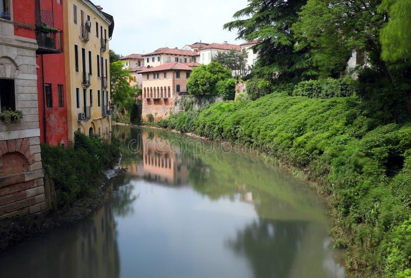 Παλάτια στην όχθη ποταμού του ποταμού Retrone στην πόλη του Βιτσέντσα στη Ita στοκ φωτογραφίες με δικαίωμα ελεύθερης χρήσης