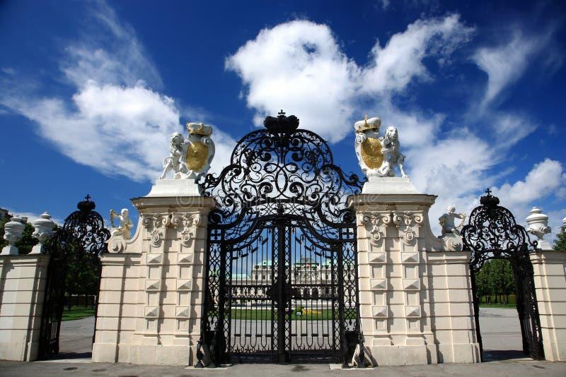 παλάτι Βιέννη πυλών πανοραμ&iot στοκ εικόνα με δικαίωμα ελεύθερης χρήσης
