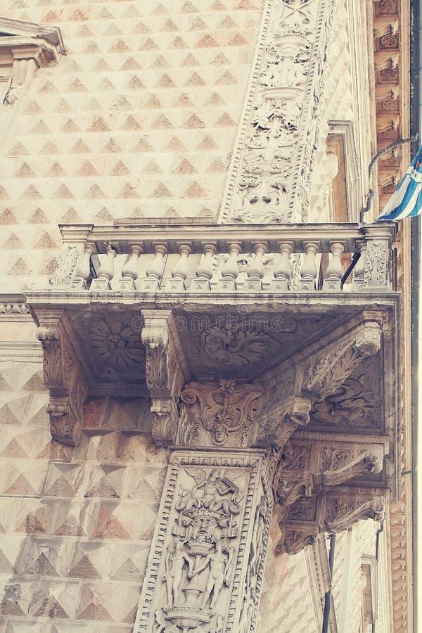 Παλάτι διαμαντιών αρχιτεκτονική στέγη λεπτομέρειας οικοδόμησης στοκ εικόνα