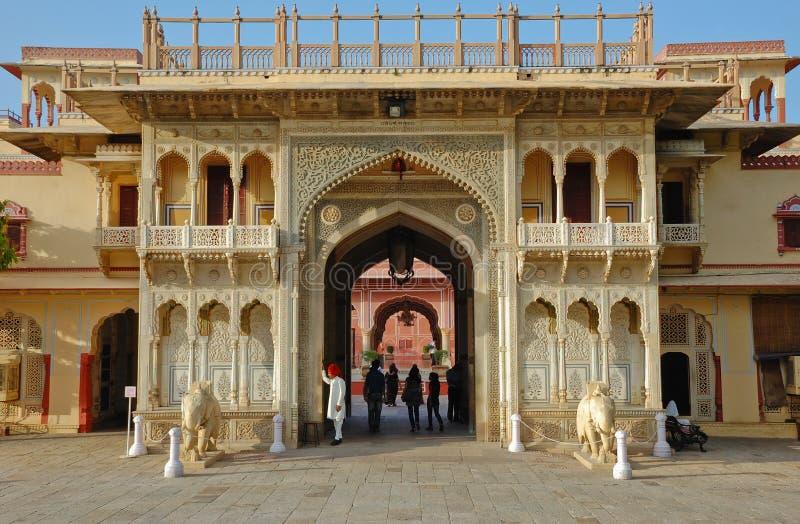παλάτι εισόδων πόλεων αψίδ&o στοκ φωτογραφίες