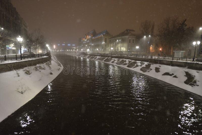 Παλάτι του Βουκουρεστι'ου της δικαιοσύνης στο χειμώνα στοκ εικόνες