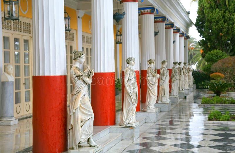 παλάτι achillion αγαλματώδες στοκ φωτογραφία