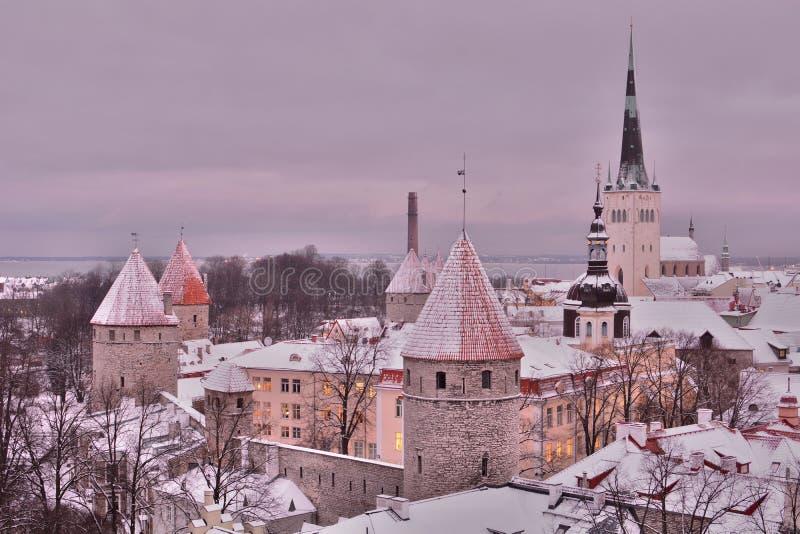 Παλαιά άποψη πόλης χειμώνα από την πλατφόρμα εξέτασης Patkuli Ταλίν Εσθονία στοκ εικόνες