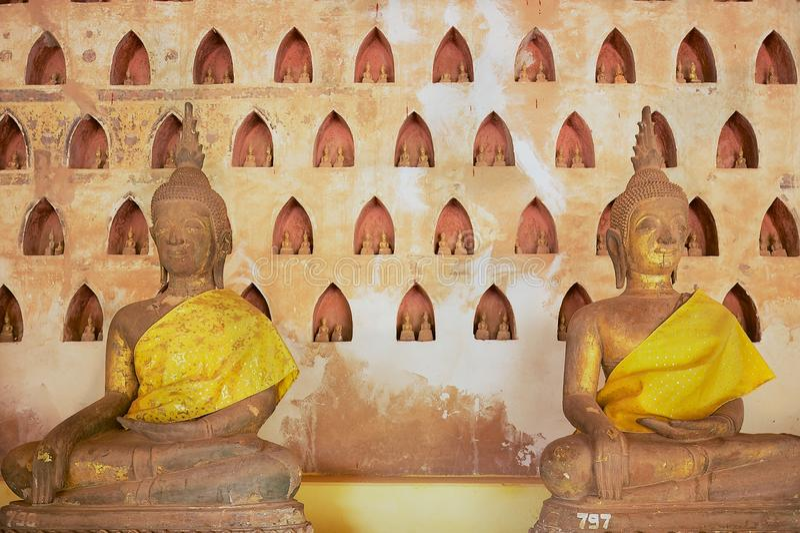Παλαιά αγάλματα του Βούδα στο ναό Si Saket Wat σε Vientiane, Λάος στοκ φωτογραφίες